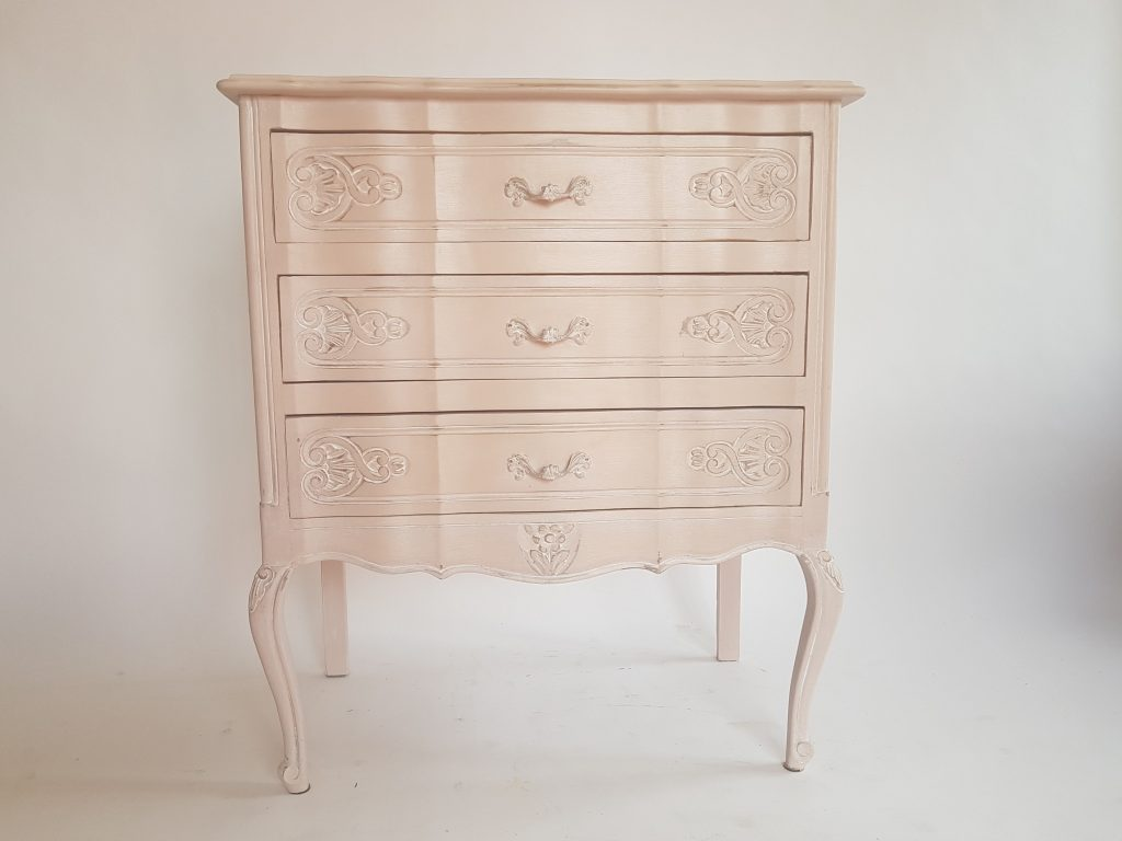 commode rose, nude, shabby, arbalète